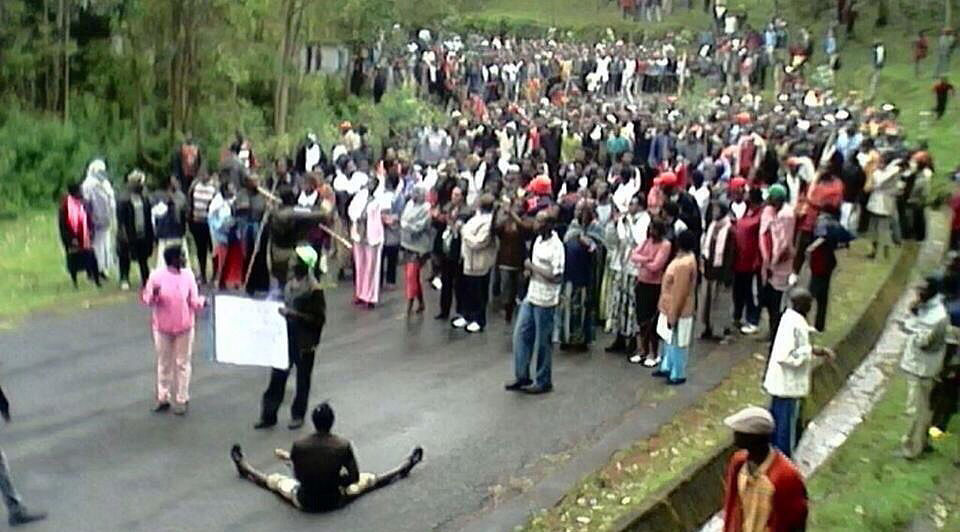 https://i2.wp.com/afrikarabia.com/wordpress/wp-content/uploads/2015/06/Manifestation-anti-Nkunrunziza-dans-le-fief-du-pdt-2015.jpg