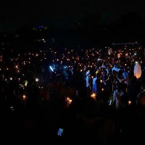 #EndSARS Des manifestants allument des bougies pour les victimes