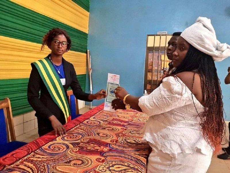 Togo-a-17-ans-une-jeune-fille-devient-maire-photo-1