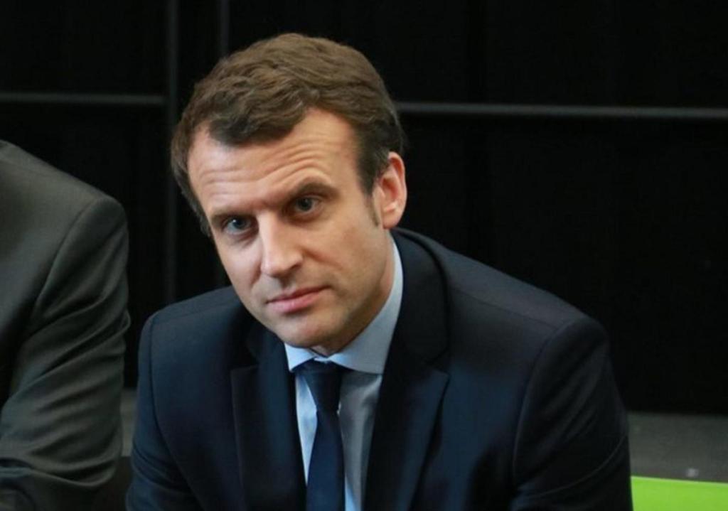 Emmanuel Macron président français confie fin mois difficile internautes réagissent