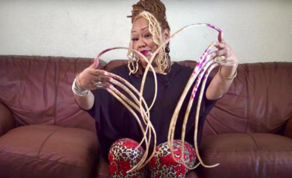 femme plus longs ongles monde coupe 30 ans