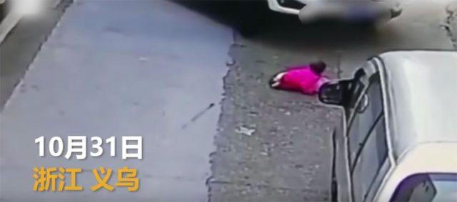 Shocking images of a girl who survives after being run over