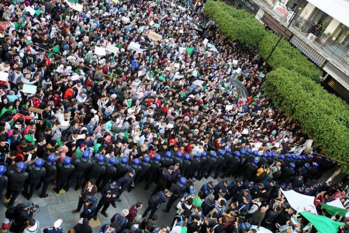 Again massive protest in Algeria despite large police force