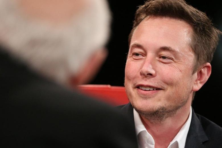 """Elon Musk: """"Tesla starts taxi service with self-driving cars next year"""""""
