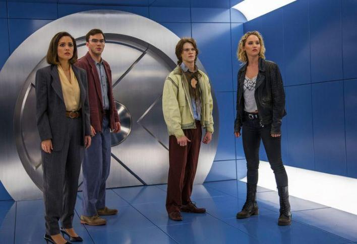 Jennifer Lawrence (right) and Nicolas Hoult (second from left) still had to act together in 'X-Men: Apocalypse' when their relationship was already over.