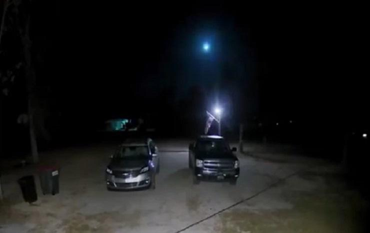 Meteor crashes over Florida and illuminates the entire environment