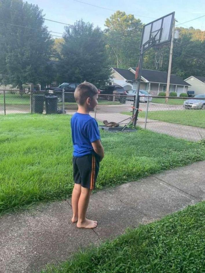 Every week autistic boy (6) is waiting for his best friends: waste collectors