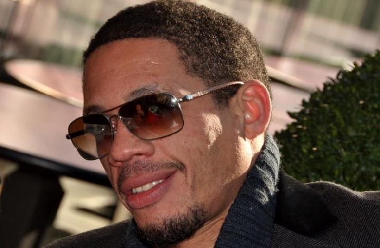 JoeyStarr wants to show hotel room but shows more than expected