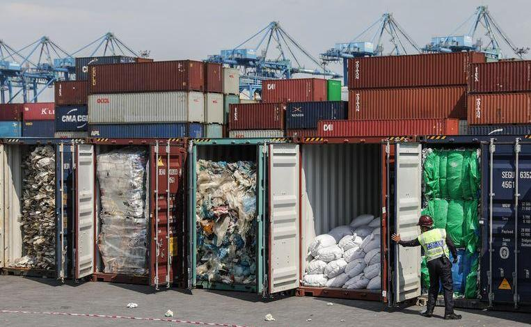 Malaysia sends 150 waste containers back to countries of origin