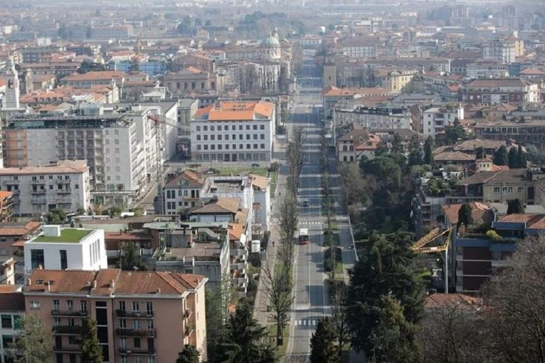 Italian Bergamo turns into ghost town: a funeral every half hour