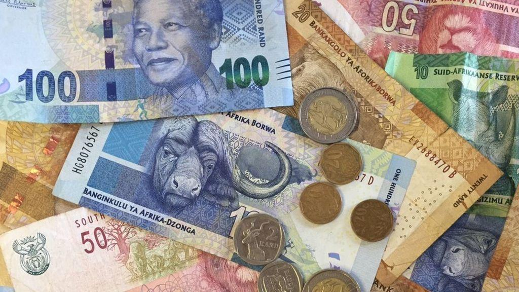 """Scammers in South Africa collect """"contaminated"""" banknotes and coins"""