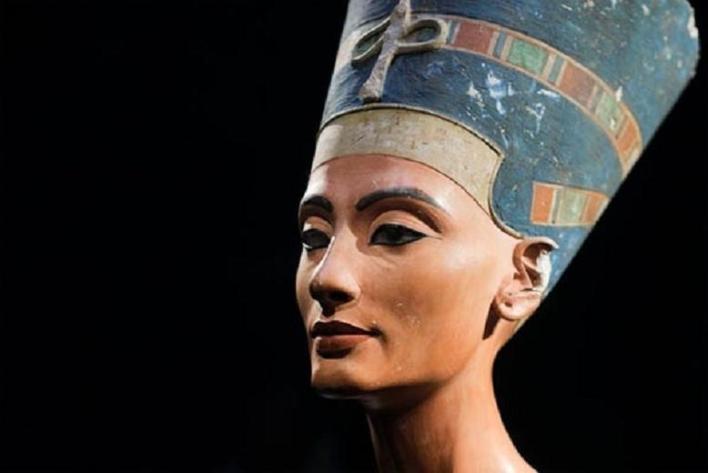 Nefertiti – Reign 1353-1336 B.C. (18th Dynasty)