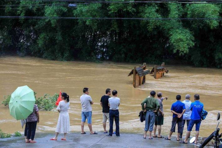Visitors to evacuate on bamboo rafts