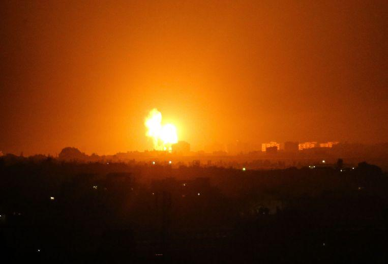 Israel again attacks targets in Gaza after fire balloon attacks