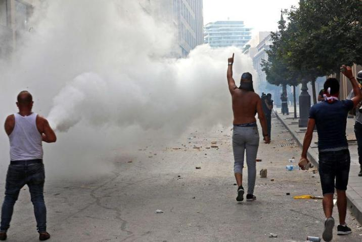 Protest in Lebanon grows grimmer: protesters march to parliament