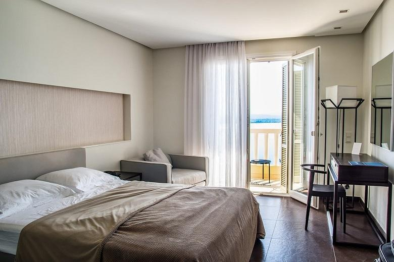 Have a free hotel room? This man devise some tricks
