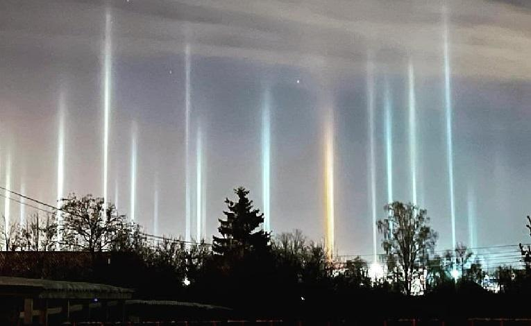The Petersburg sky lit by luminous columns - images