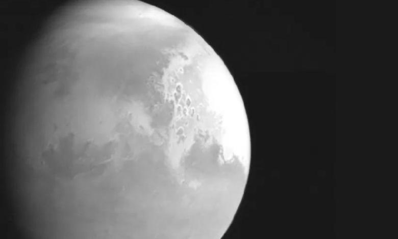 Chinese probe, Tianwen-1, sends the first image of Mars