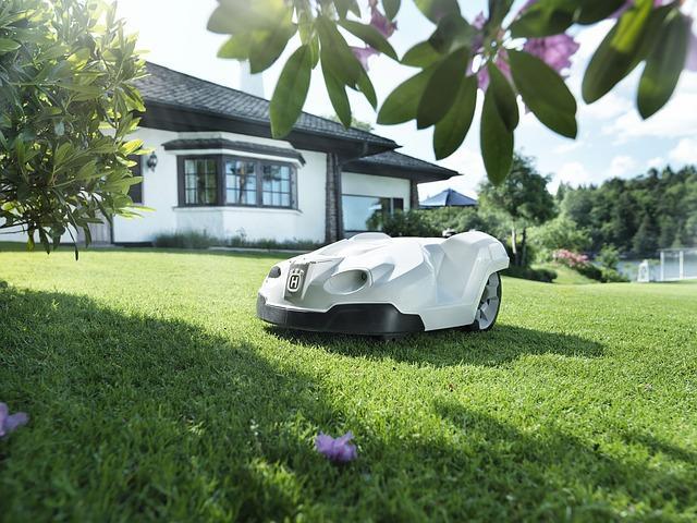 Robotic lawnmower: many innovations