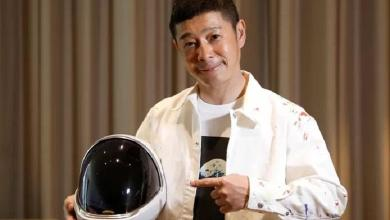 Trip to the Moon: Japanese billionaire offers eight seats