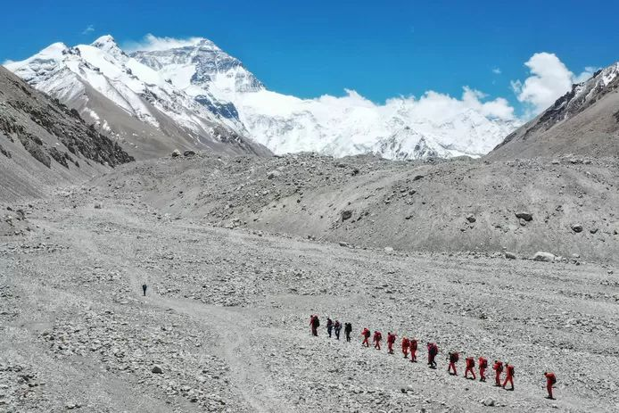 China suspends expeditions on Mount Everest