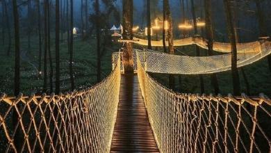'Fire' bridge in Indonesia, not everyone will dare to walk on it