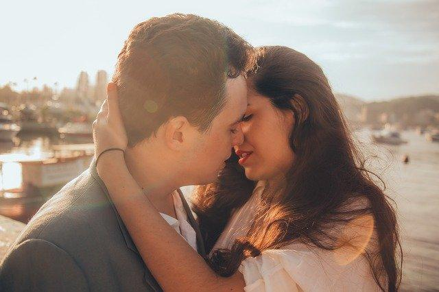 7 differences between how men and women fall in love
