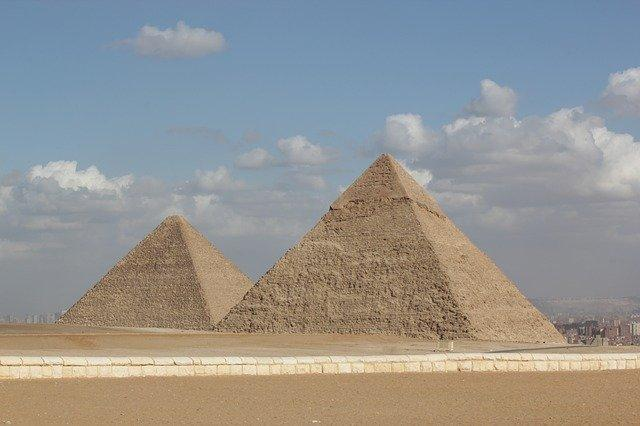 How the Egyptian pyramids were built: theories that modern scientists recognize