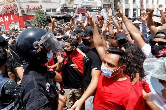 Riots in Tunis after Prime Minister's resignation and parliament suspension