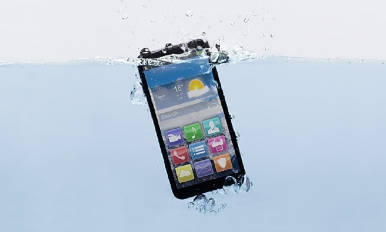How to rescue a phone that has fallen into the water and gets wet