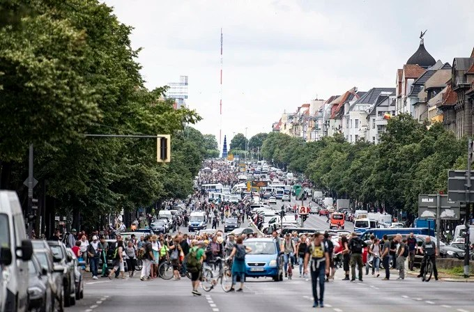 Anti-restriction protests in Berlin: 600 arrests, police officers injured - videos