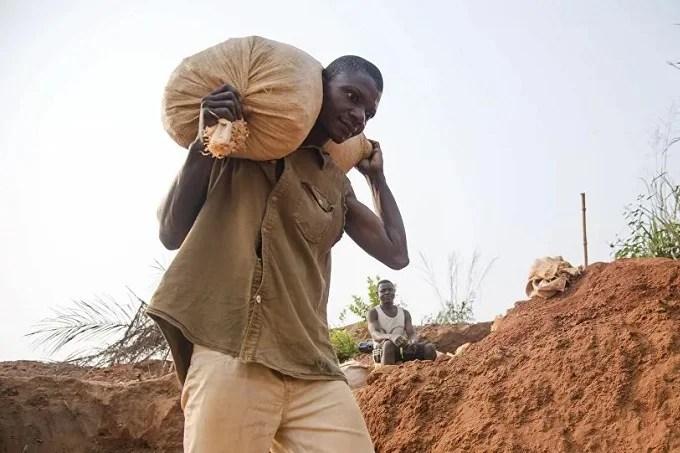 Angolan police seize more than 2,600 diamond stones