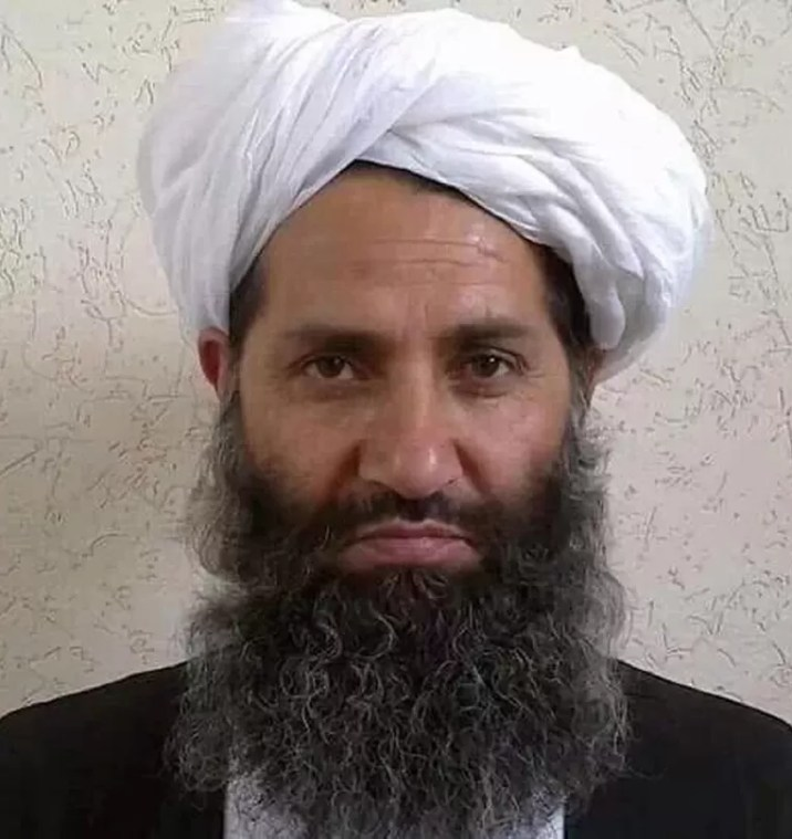 Since May 2016, Hibutallah Akhundzada (60) has been the Amir Al-Mu'minin or 'absolute leader' of the Taliban. Even a corona infection did not get him down for the time being.