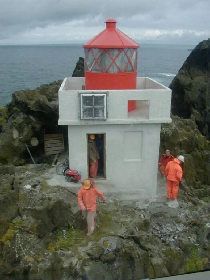 Workers maintaining Thridarangar lighthouse