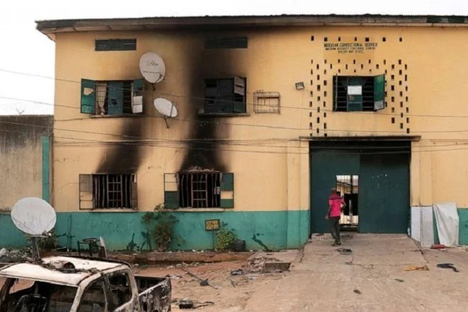 Armed group storms prison and frees 240 inmates in Nigeria