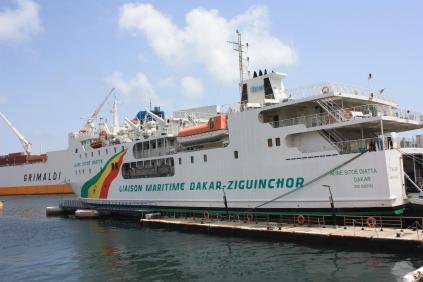 Le bateau qui fait la liaison vers Ziguinchor, en Casamance / This boat links Dakar and Ziguinchor, in the Casamance Region