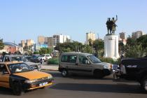 Négocier un rond-point à Dakar, c'est tout un art / Mastering roundabouts in Dakar has to be learned
