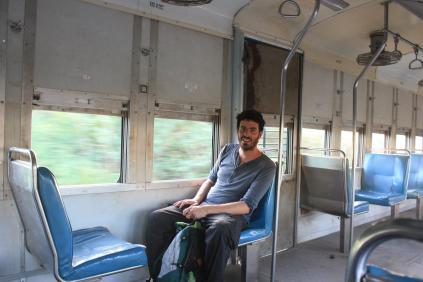 Dans le train entre Rufisque et Dakar / In the train from Rufisque to Dakar