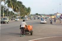 La capitale ivoirienne est connue pour ses larges avenues et sa circulation faible, comparée à celle d'Abidjan / The capital town of Ivory Coast has got big avenues and little traffic, compared to Abidjan