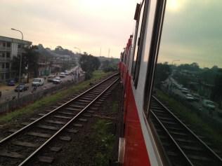 Départ matinal du train de la Camrail vers Yaoundé / Early departure of Camrail train to Yaoundé
