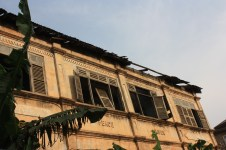 Un bâtiment d'époque coloniale dans le centre d'Accra / A colonial building in downtown Accra