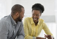 Couple africain qui discute