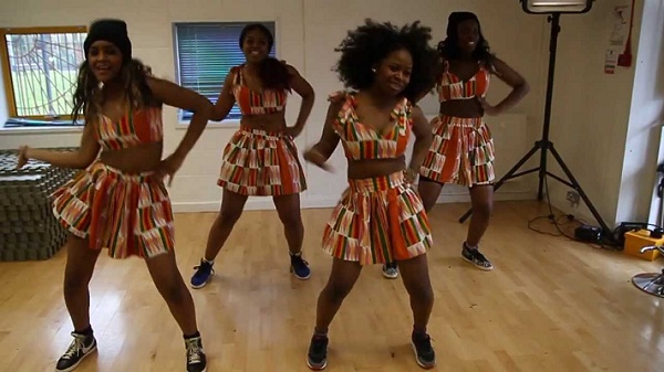 femme africaine qui danse