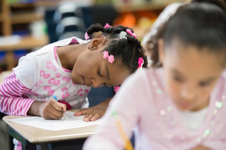 Algunas maneras en que los profesores pueden ayudar a luchar contra el racismo en las escuelas