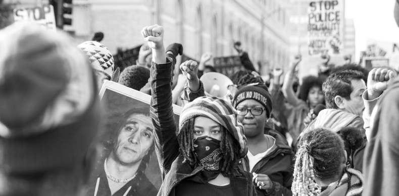 ¿Quien define la agresividad negra militante? Medidas y euforias de los grupos opresores