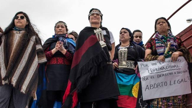 Quedémonos en tetas. Crónica del encuentro de mujeres en Argentina