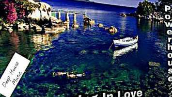 DJ A-J de deep RSA - Drowning In Love