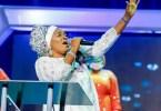 See Reactions To The Look on Alaseyori's Face as Gospel artiste Lanre Teriba Shades Tope Alabi