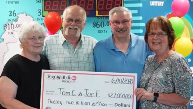 Photo of Man who won $22 million dollar jackpot shares half with friend