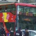 chauffeur du bus écrase un automobiliste